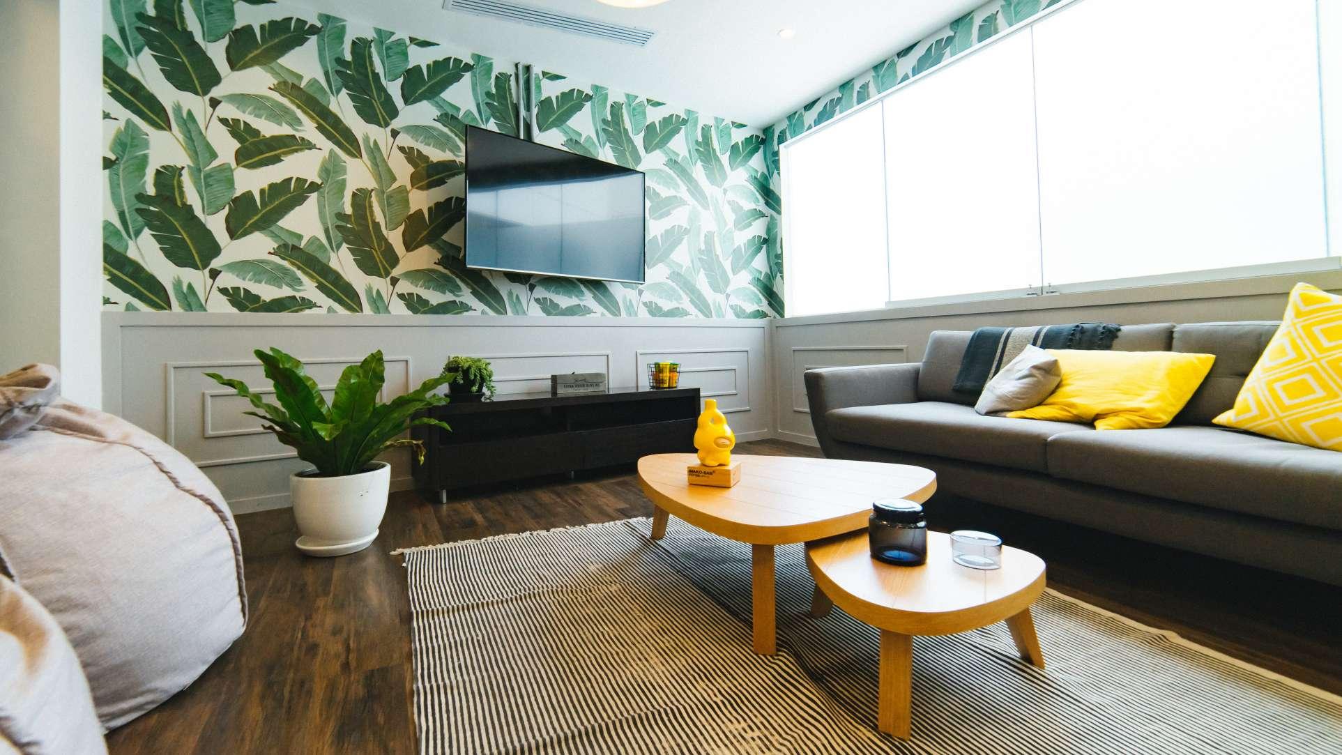 3 pomysly na malowanie scian w salonie - wzory na scianach